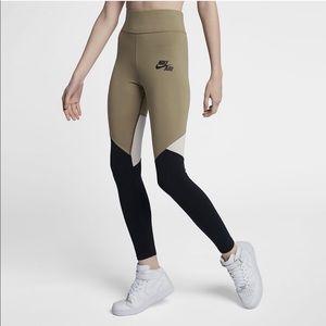 Nike Sportswear ColorBlock High-Waist Leggings